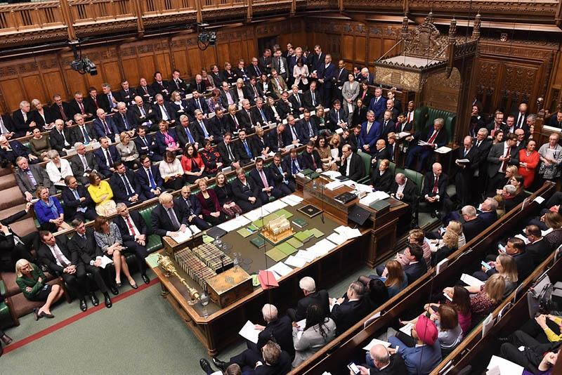 На экстренном заседании британского парламента так и не добрались до рассмотрения главной темы «развода» с ЕС.