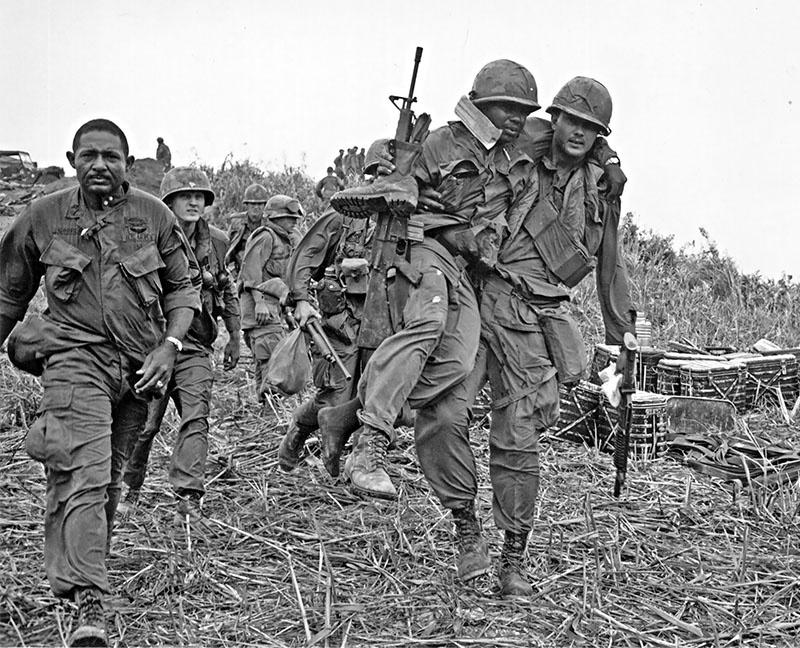 Уже нет тех американских сержантов, которые героически сражались в джунглях Вьетнама и спасали своих подчиненных.