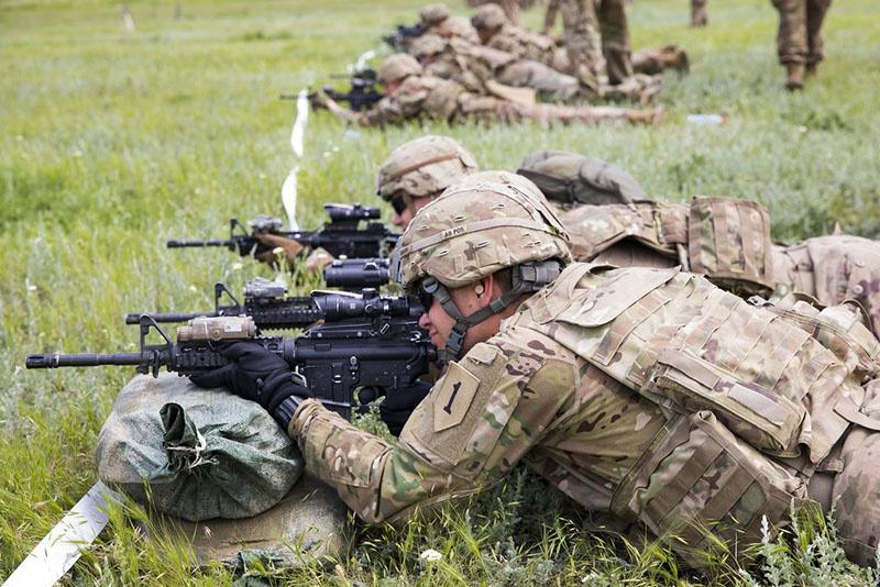Не удаётся пока армейскому командованию и довести численность военнослужащих регулярного компонента до требуемого уровня.