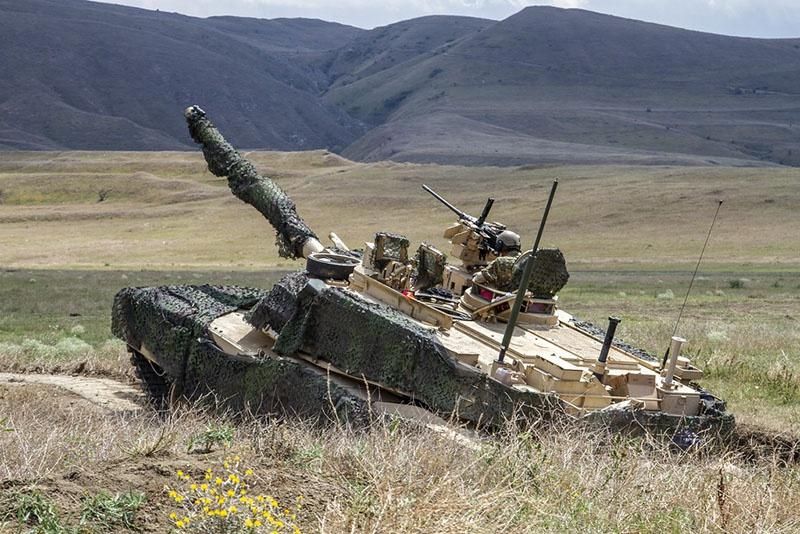 «Перевод пехотных бригад в бронетанковые связан с возобновившимися трениями с Россией».