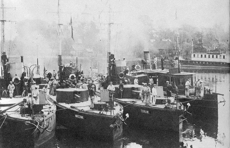 На затопленной барже Пинской флотилии нашли химические снаряды.