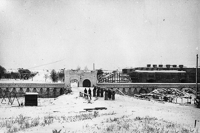 Форт «Граф Берг» Брестской крепости - здесь поляки проводили испытания биологического оружия над людьми.