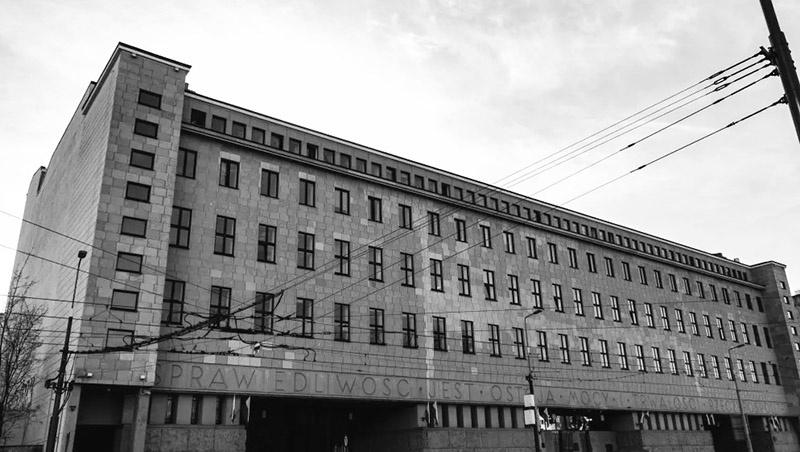 Здание окружного суда в Варшаве: на скамье подсудимых должны были оказаться не только бактериологи, арестованные польским УБ, но и лица, скрывшиеся на Западе.