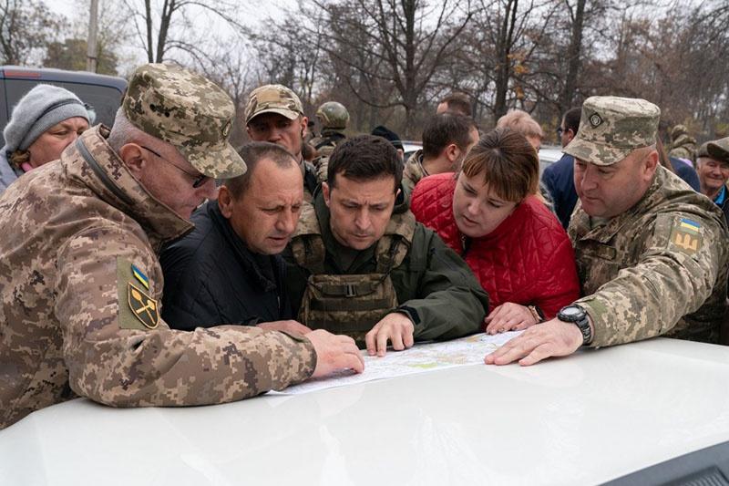 По факту Зеленский не в состоянии даже грамотно сформулировать требование о разблокировании процесса разведения войск.