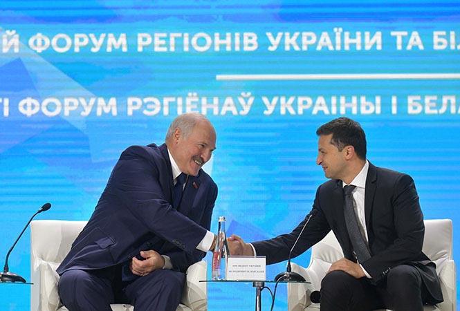 Президент Украины Зеленский, в свою очередь, поблагодарил своего белорусского коллегу за поддержку территориальной целостности Украины.
