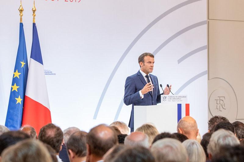В Елисейском дворце на традиционной конференции французских послов президент Франции Эмманюэль Макрон сказал: «Выталкивание России из Европы является серьёзной стратегической ошибкой».