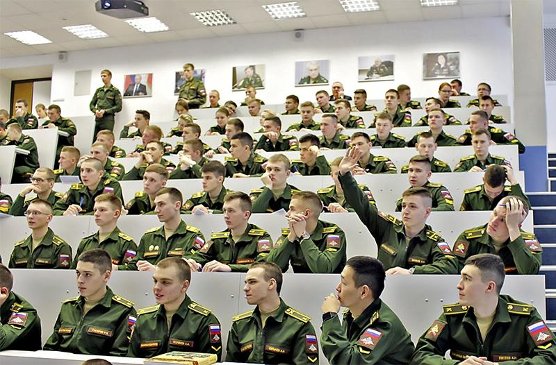 Главная задача: готовить офицеров, способных профессионально крепить моральный дух российского воинства.