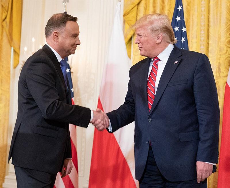 Президент Польши Анджей Дуда готов отдать свою страну каким угодно штатом США