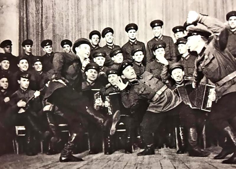 Выступление ансамбля в 30-е годы.