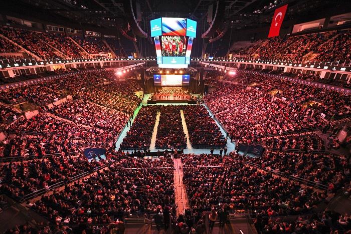 На концерт на стадионе в Турции пришли свыше семнадцати тысяч зрителей.