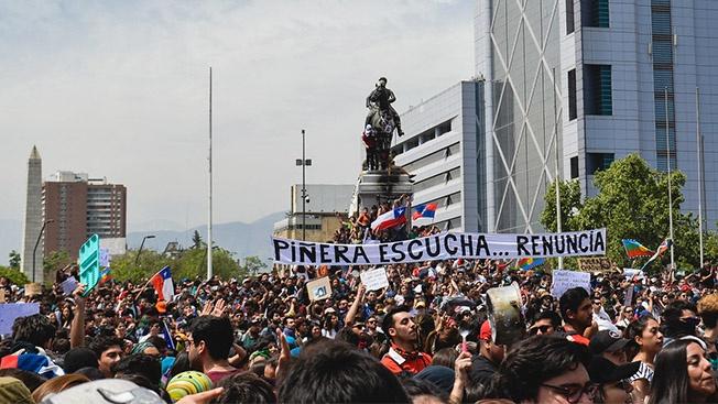 Подорожание проезда на метро вывело на улицы Сантьяго и других чилийских городов более миллиона человек.