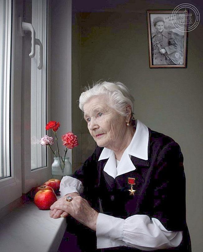 Звание Герой Советского Союза было присвоено Екатерине Илларионовне Дёминой только в 1990 году.