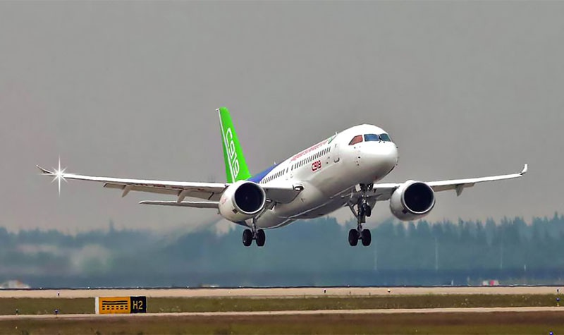 Первый китайский собственный гражданский самолёт - узкофюзеляжный С 919.