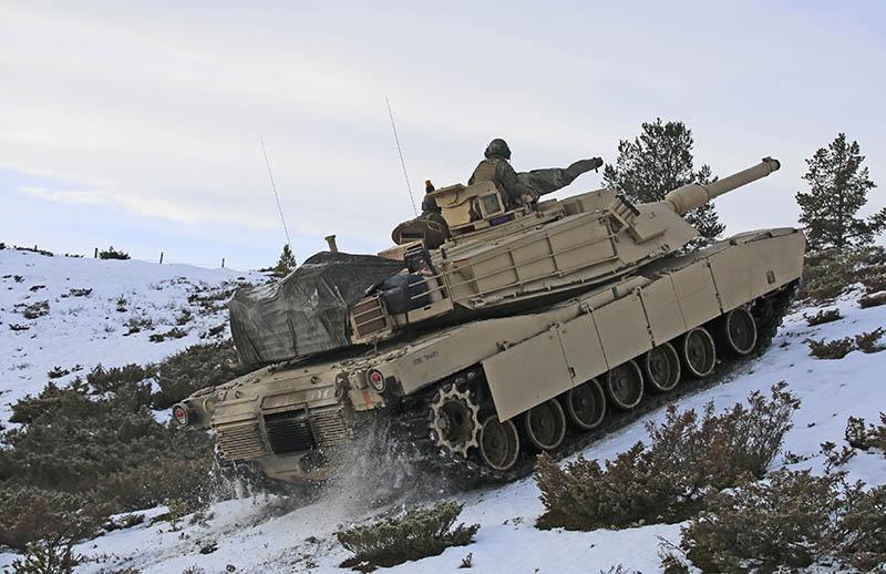 На учениях Trident Juncture 2018 военная техника просто замерзала.