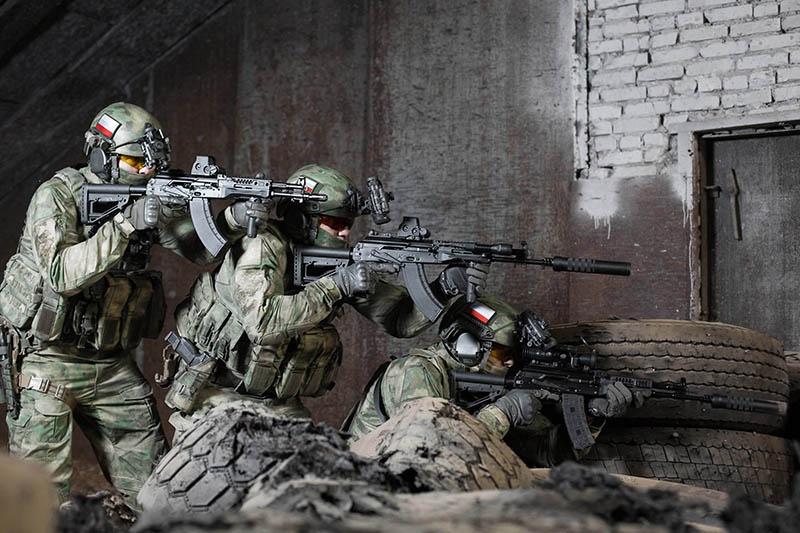 Партии автоматов АК-12 уже поступили на вооружение соединений ЦВО и ЮВО.