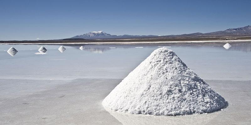 Боливия обладает, по разным оценкам, 50-70% мировых запасов лития.