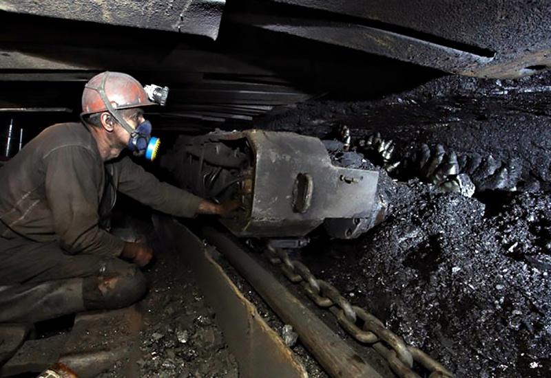 На территории шахтёрского края насчитывается более 800 месторождений полезных ископаемых, десятки миллиардов запасов высококачественного каменного угля.
