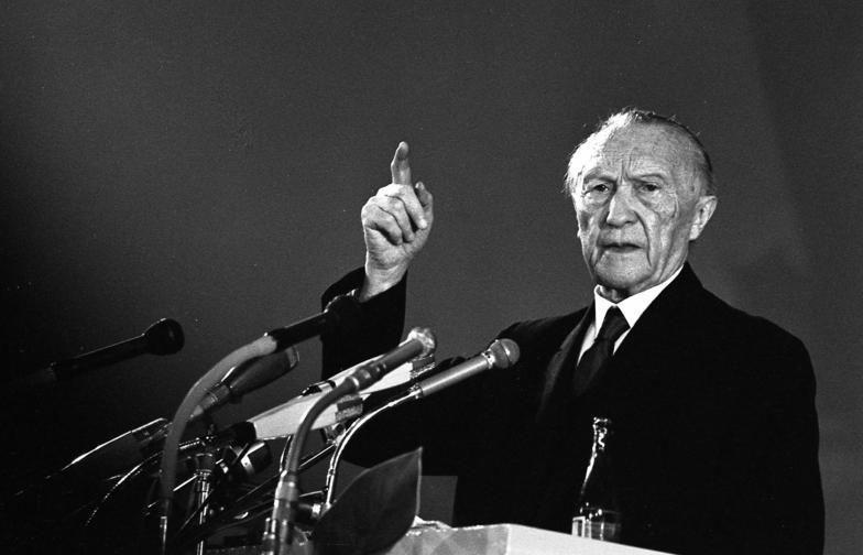 23 мая 1949 года Конрад Аденауэр провозгласил создание ФРГ.