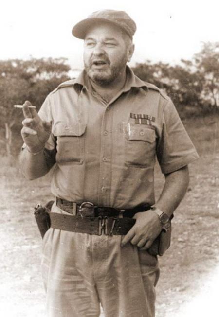 Писатель Юлиан Семёнов в Анголе, 1985 г.