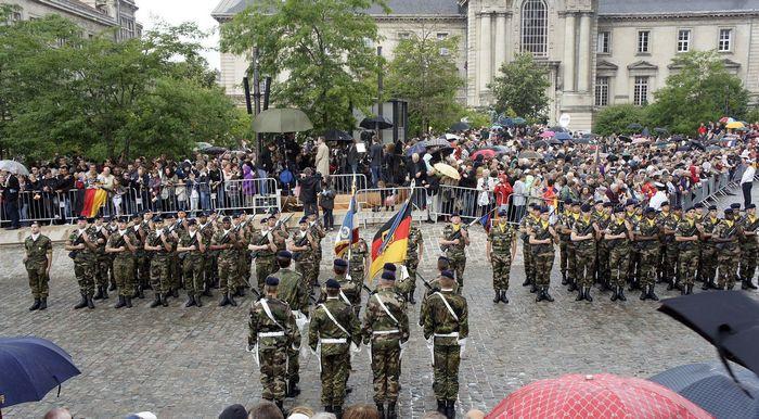Солдаты франко-германской бригады на параде в Реймсе.