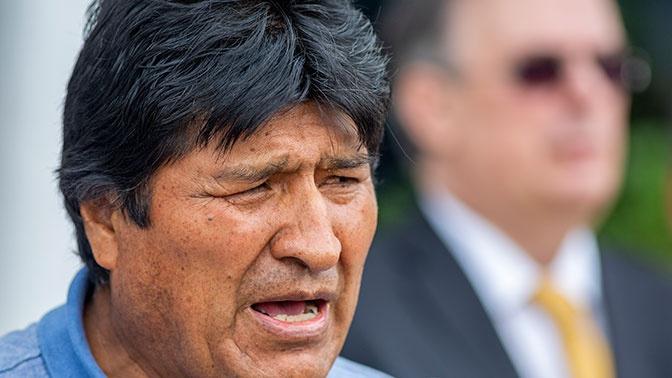 Находящийся в Мексике Эво Моралес напрямую называет произошедшее в Боливии военным переворотом.