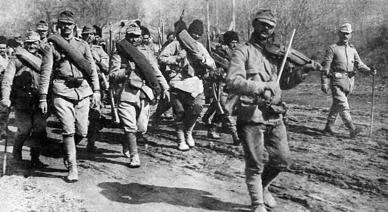 Румынские войска на марше.