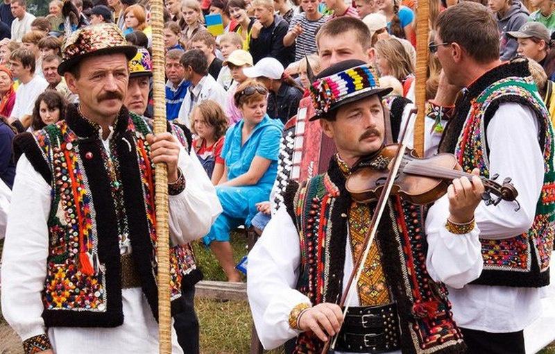 Гуцулы - горцы украинских Карпат, - совсем не считают себя хохлами.