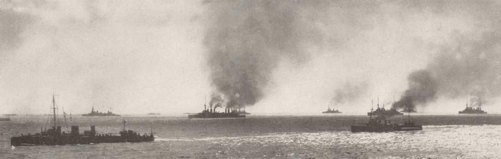 Часть панорамы союзной эскадры во время Дарданелльской операции.