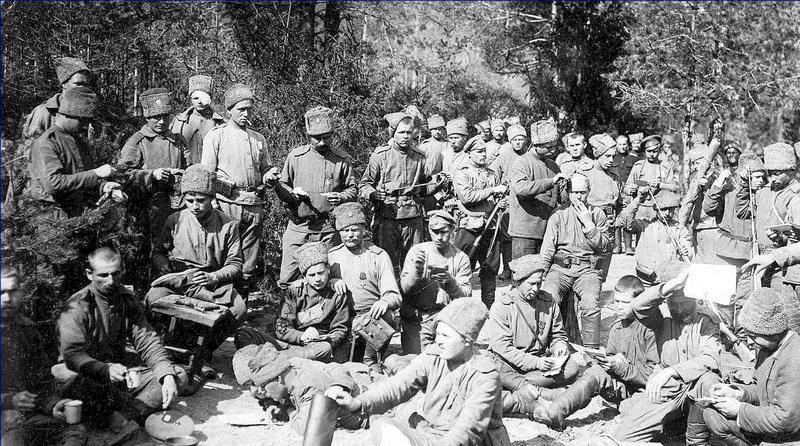 Солдаты Западного фронта на отдыхе.