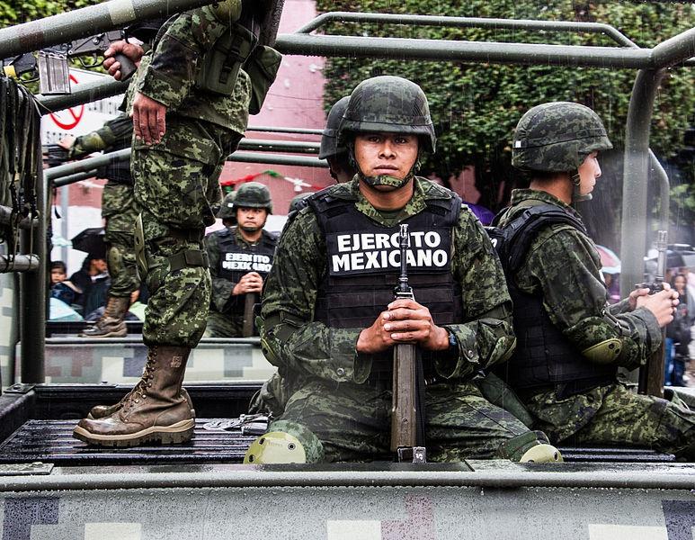 Бойцы мексиканской нацгвардии на выезде.