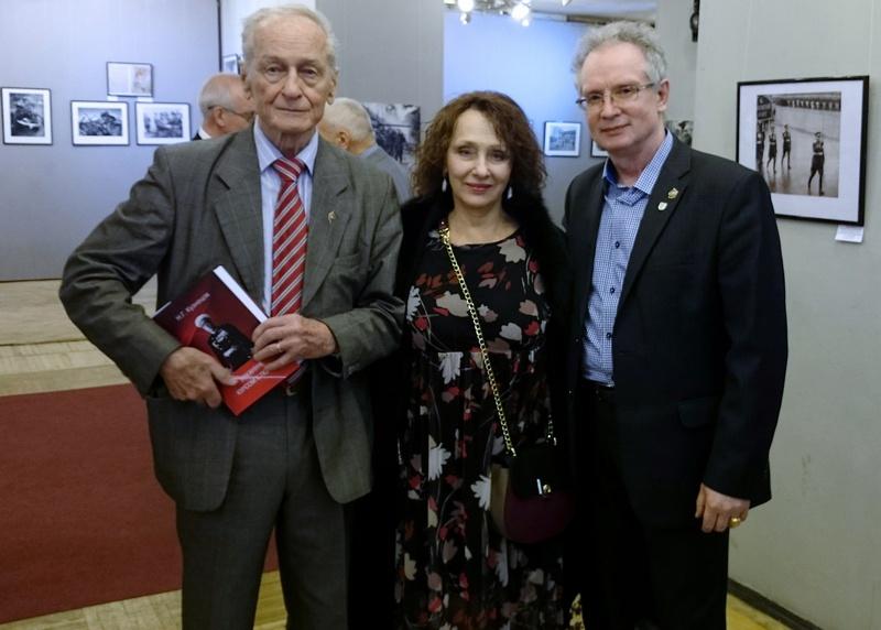 Автор (справа) с дочерью маршала Ерёменко Татьяной Андреевной и Михаилом Ивановичем Ножкиным.