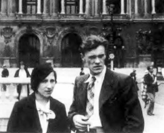 Александр Коротков и его жена Мария Вильковыская во время загранкомандировки.