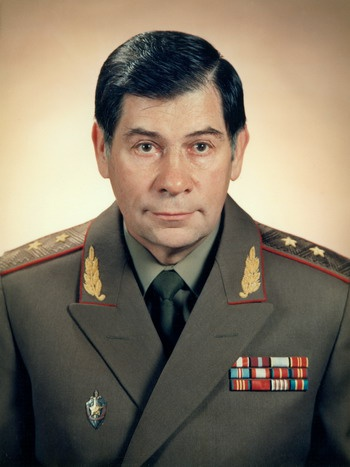 Генерал-лейтенант КГБ СССР Леонид Шебаршин сказал Вольфу: «Ты всегда был для нас верным другом, но сейчас мы ничего не можем для тебя сделать. Уезжай с богом!»