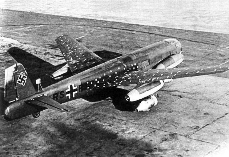 Реактивный Junkers Ju 287 с крылом обратной стреловидности.