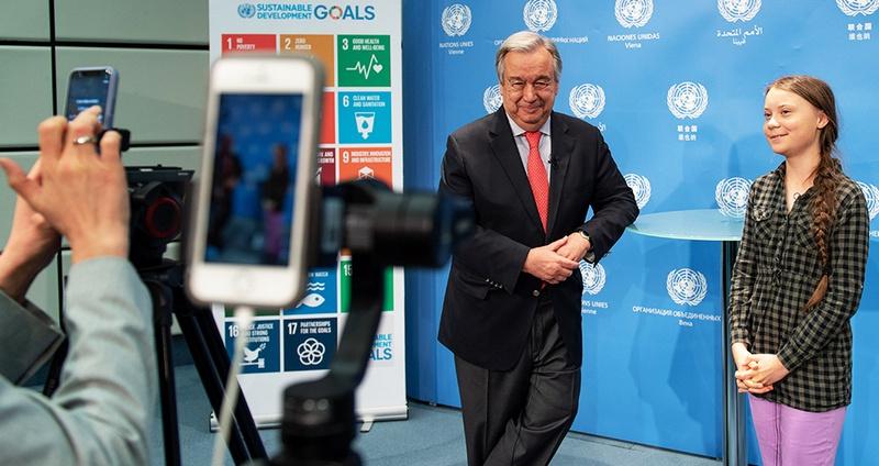 Генеральный секретарь ООН Антониу Гутерриш встретился с Гретой Тунберг, молодой экоактивисткой, на Всемирном саммите R20 по климату.
