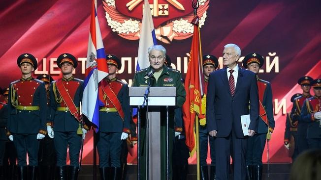 Реликвии славной истории: шашка Чапаева и Знамя Победы