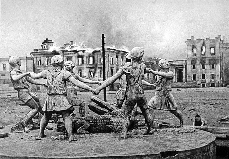 Разрушено 1 710 советских городов и посёлков, 70 000 сёл и деревень.