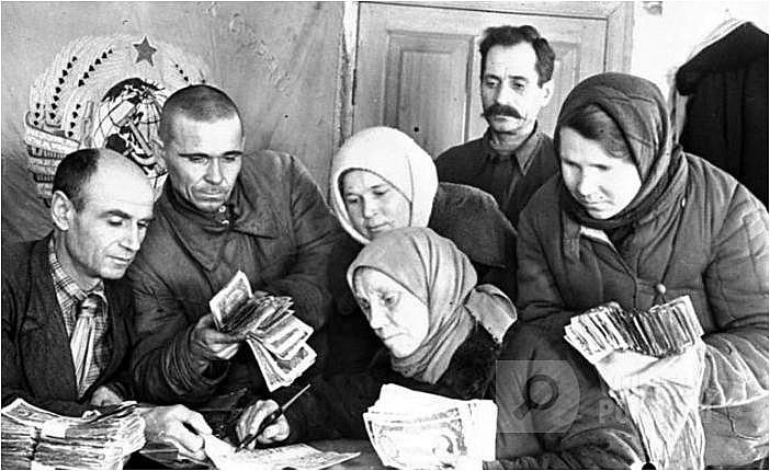 Граждане активно сдавали средства в Фонд обороны Красной Армии.