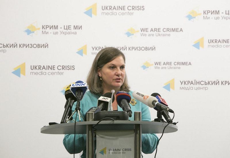 Виктория Нуланд организовывала кровавый переворот на Украине, финансировала и вооружала боевиков Майдана.