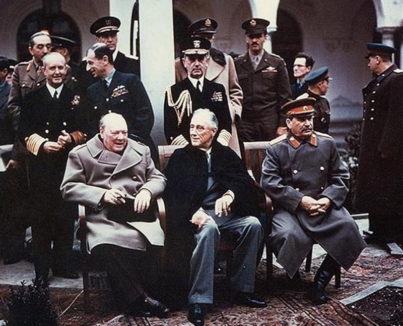 На Ялтинской конференции договорились, что половина репараций с Германии причитается СССР.