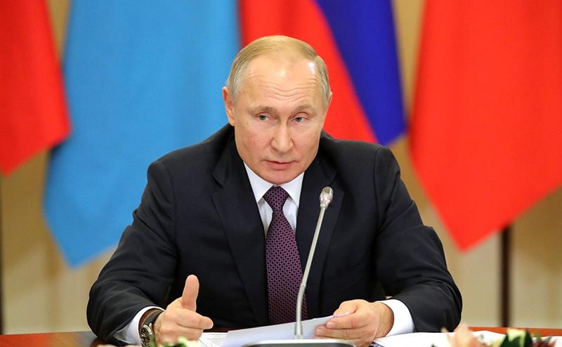 Владимир Путин на неформальном саммите СНГ выложил на стол архивные документы, которые не оставляют сомнений, кто помогал Гитлеру развязать Вторую мировую войну.