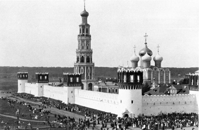 В Новодевичьем монастыре на базе клуба Садовского была создана церковно-монархическая организация прогерманской направленности «Престол».