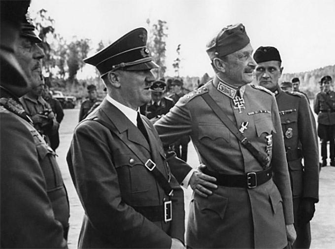Президент Финляндии Карл Маннергейм и Гитлер - союзники во Второй Мировой.