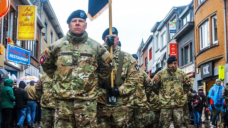 Войска США, находящиеся на европейском континенте в рамках обязательств НАТО, являются ныне оккупационной армией, ограничивающей европейский суверенитет.