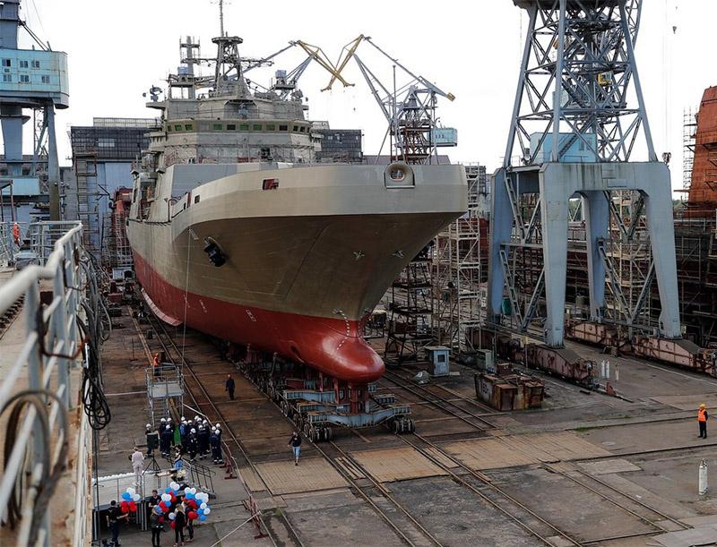 Спуск на воду большого десантного корабля «Пётр Моргунов».
