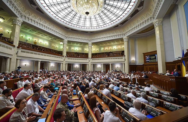 Первой попыткой неисполнения «Минска» стало принятие украинским парламентом «Закона об особом статусе Донбасса».