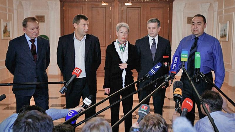Участники подписания первого Минского протокола в сентябре 2014 года.