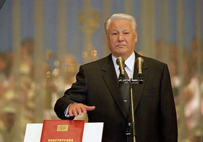 Хорошо известно, кто, зачем и под чью диктовку писал Борису Ельцину Основной Закон, продавший Россию Западу.