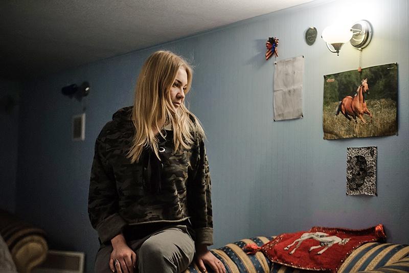 17-летняя Юля, отец которой погиб, защищая семью и родную землю, мечтает о лошадях.