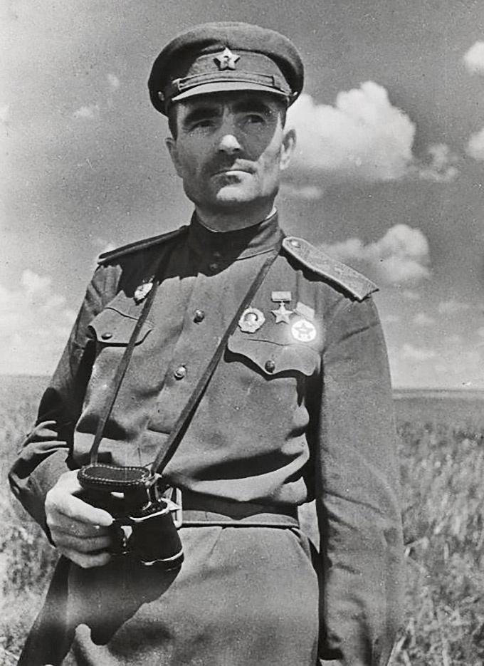 Генерал-майор Лапшов погиб 14 июля 1943 года.